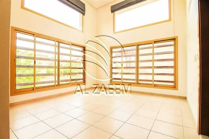 2 Your New Home In Golf Gardens!  Pool   Spacious