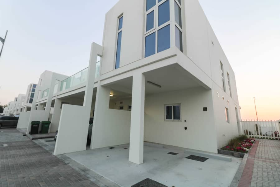 31 Spacious Villa | Fully Upgraded | View Today
