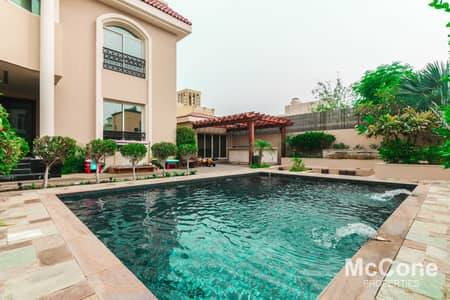 4 Bedroom Villa for Sale in Jumeirah, Dubai - Exclusive | Newly Renovated | Prime Location