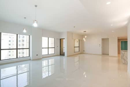 شقة 4 غرف نوم للبيع في جميرا بيتش ريزيدنس، دبي - Fully Renovated   High Floor  Steps from the Beach