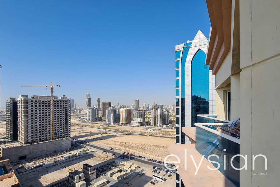11 Investor Deal | High Floor | With Parking | Amazing View