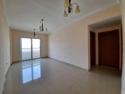 فلیٹ 2 غرفة نوم للايجار في تجارية مويلح، الشارقة - شقة في بناية مويلح 3 تجارية مويلح 2 غرف 36000 درهم - 5223857