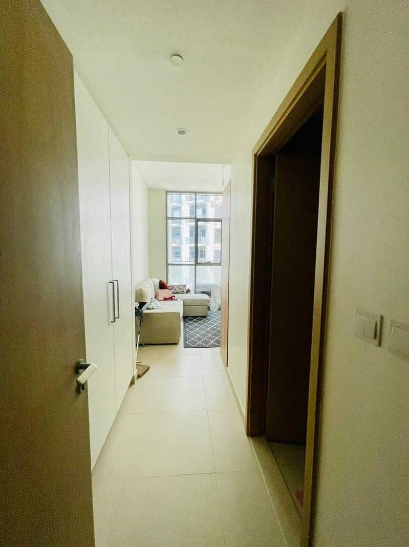 2 BR - POOL VIEW- VACANT