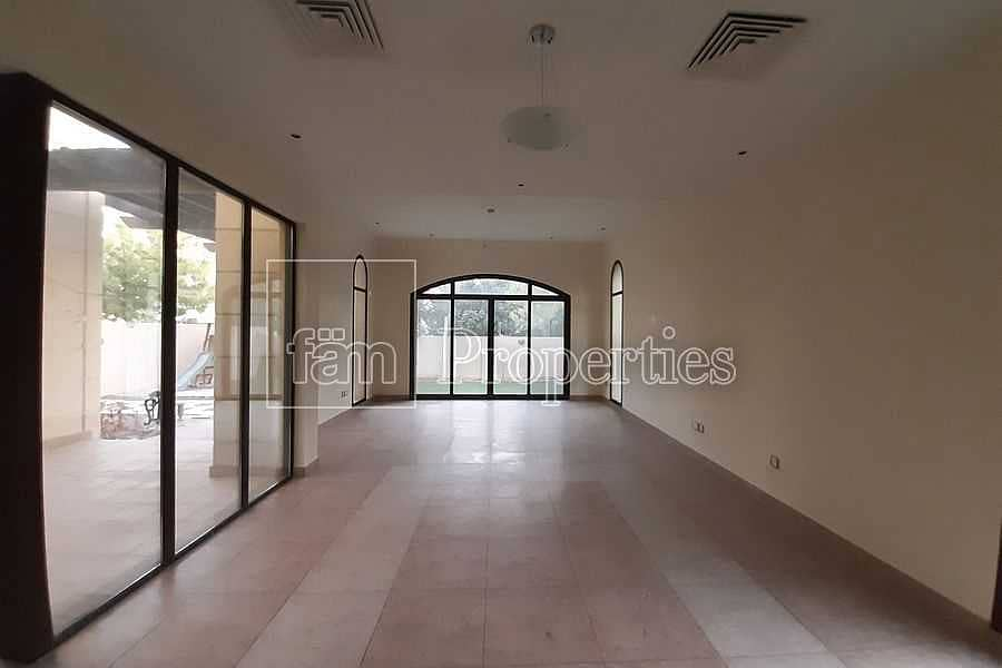 2 4BED Corner Single Row Ready To Move In Landscaped
