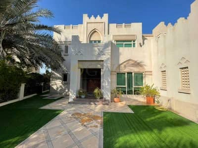 4 Bedroom Villa for Sale in Jumeirah Islands, Dubai - Lake View|Entertainment Foyer||4 Bed|Well Maintained