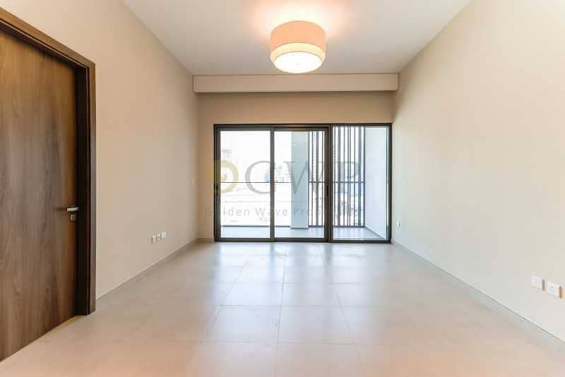 Spacious 1-BR Apartment with balcony in Business Bay