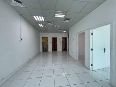 مکتب  للايجار في الخليج التجاري، دبي - Fitted Office with partitions in Business Bay . . . .