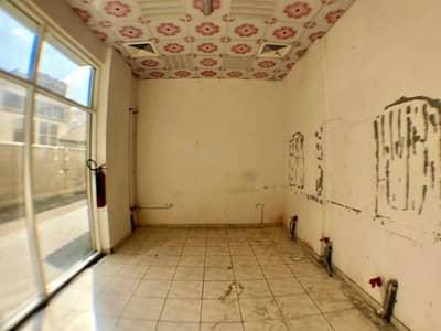 محل تجاري  للايجار في الغوير، الشارقة - محل تجاري في الغوير 10000 درهم - 4506852