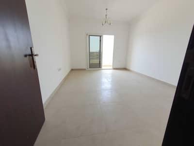 فلیٹ 2 غرفة نوم للايجار في تجارية مويلح، الشارقة - شقة في بناية مويلح 3 تجارية مويلح 2 غرف 37000 درهم - 5270701