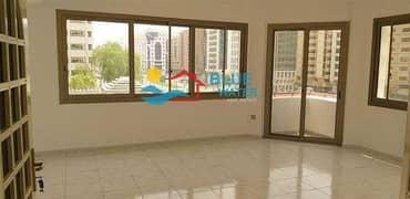 شقة في شارع الفردوس منطقة النادي السياحي 2 غرف 55000 درهم - 4363172
