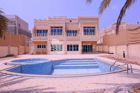 فیلا 5 غرف نوم للبيع في قرية مارينا، أبوظبي - Luxurious & Prestigious Villa with Tranquil Sea View