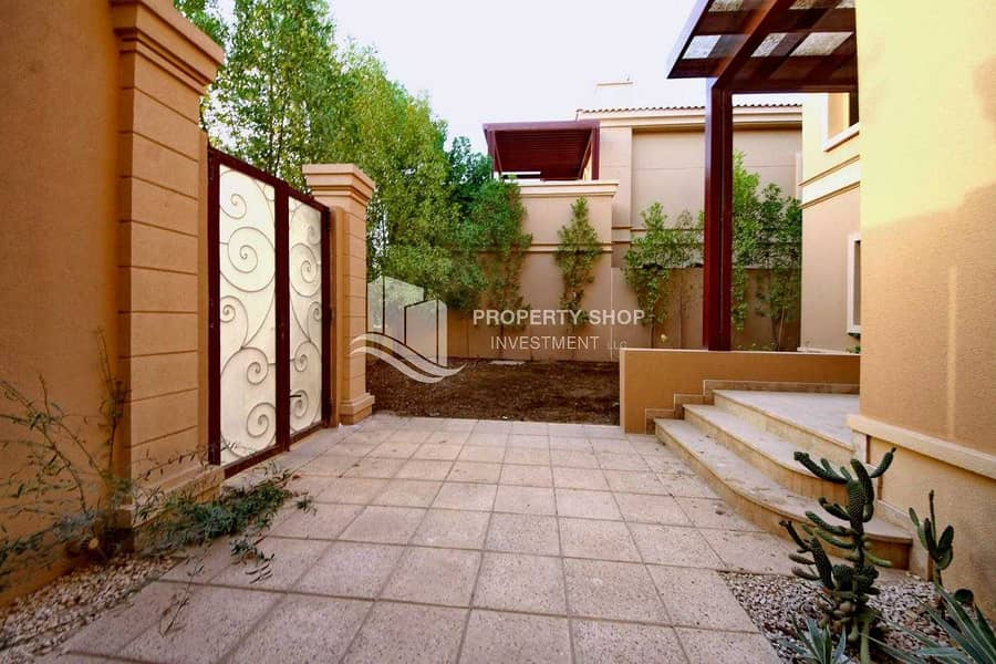 2 2 Payments   Prime Location   Private Pool   Family Room Available