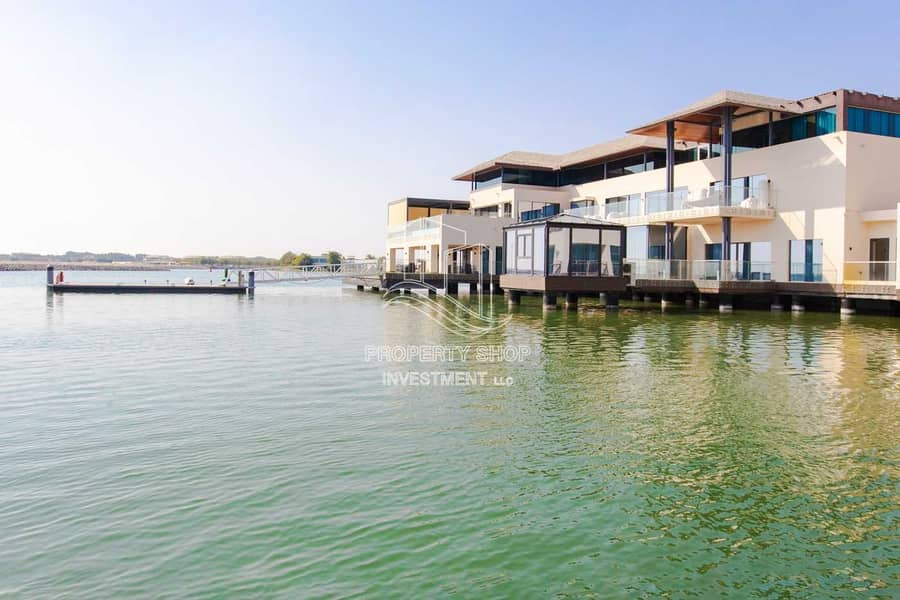 20 A Resort Style Lifestyle With Iconic Water Views!