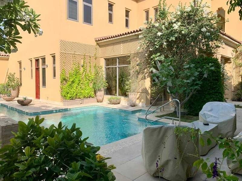 Modified executive villa with lovely garden!