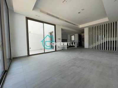 5 Bedroom Villa for Sale in Yas Island, Abu Dhabi - Luxurious And Exquisite 5BR Villa In Yas Island