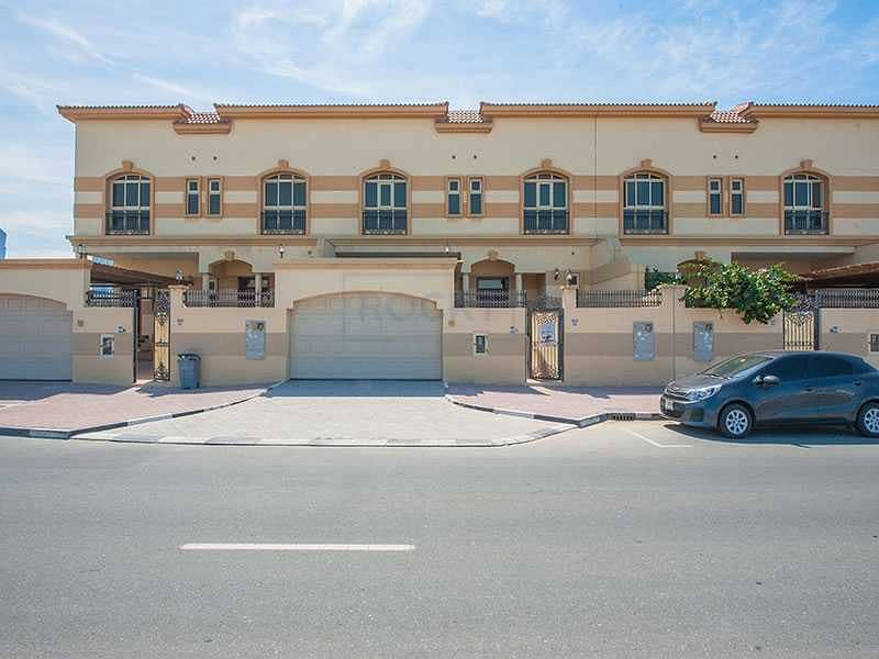 2 Gorgeous Semi Independent 4 B/R Villa   Private Pool   Jumeirah 1st