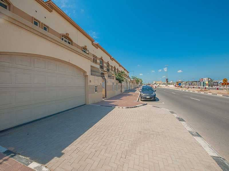 33 Gorgeous Semi Independent 4 B/R Villa   Private Pool   Jumeirah 1st