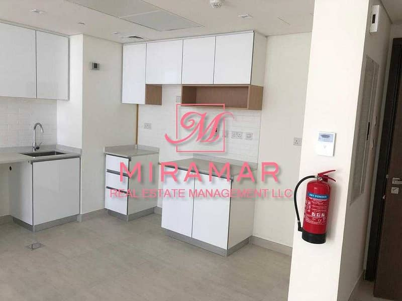 2 SEA AND CANAL VIEW   LUXURY 1B APARTMENT   LARGE UNIT