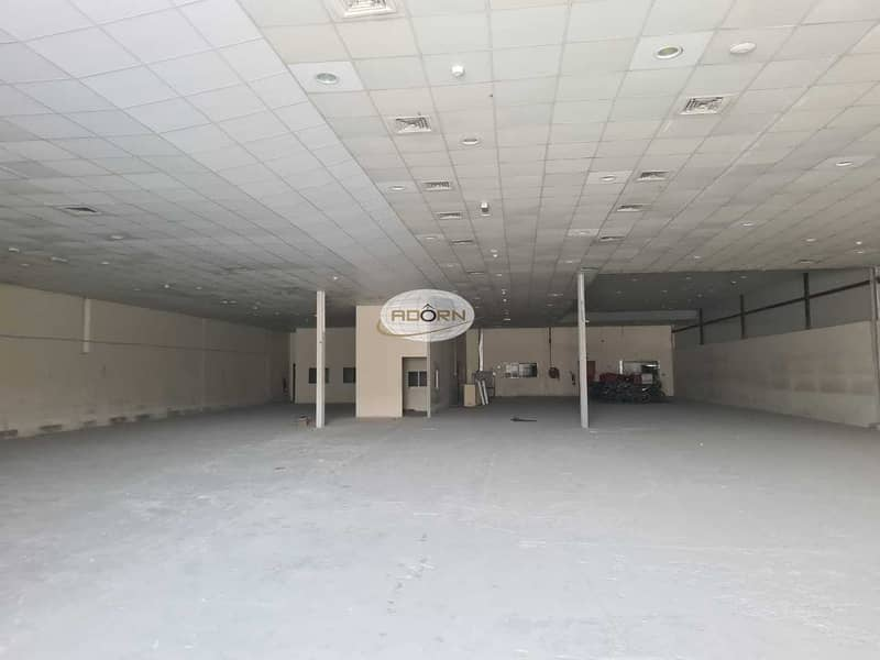 Air conditioned warehouse for rent 10600 square feet in Al Quoz 3