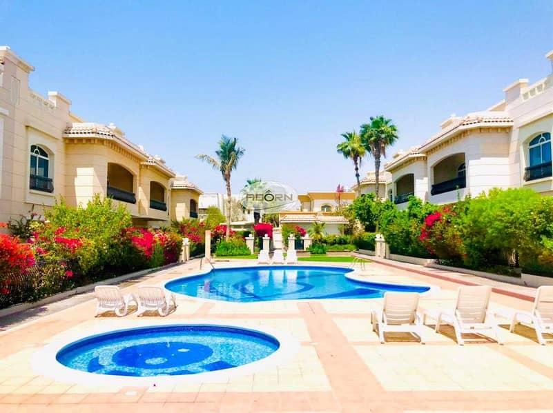 Spacious 4 bedroom+study villa with  pool/gym umm suqiem 2