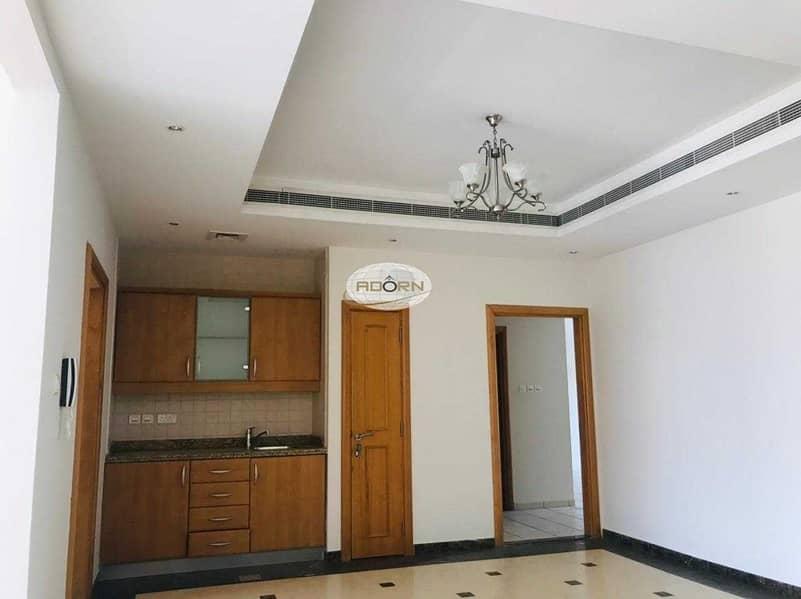 9 Spacious 4 bedroom+study villa with  pool/gym umm suqiem 2