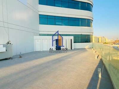 1 Bedroom Flat for Rent in Al Raha Beach, Abu Dhabi - Stellar Amenities at your Fingertips.