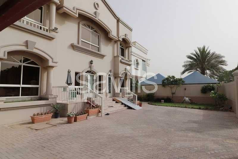 Ready to move in| 6 BED villa | Swimming pool