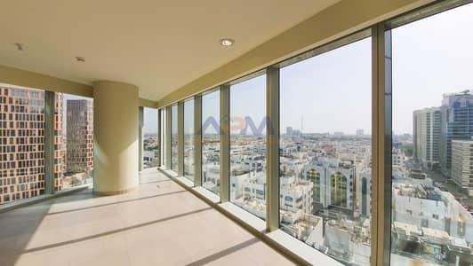 فلیٹ 3 غرف نوم للايجار في الخالدية، أبوظبي - Breath Taking ! 3 Bed Apartment + 2 Parking + Gym + Maid.