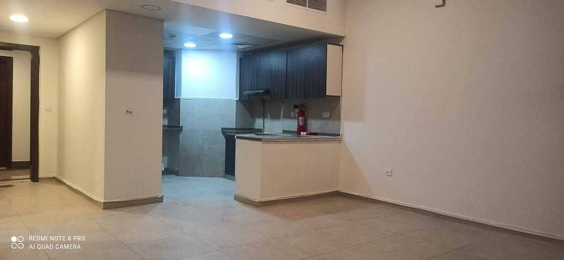 8 Luxurious 1Bedroom with store room | Near Metro
