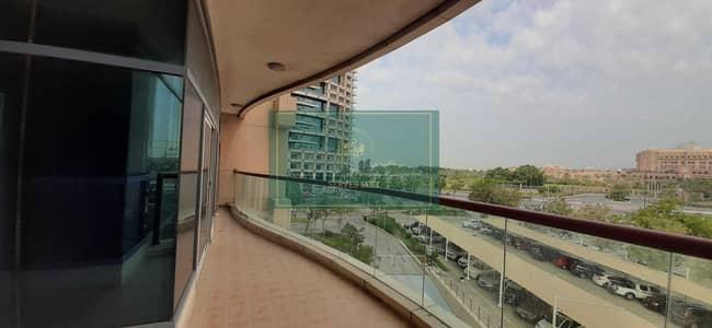 شقة 3 غرف نوم للايجار في الخالدية، أبوظبي - شقة في برج الخالدية شارع الخالدية الخالدية 3 غرف 125000 درهم - 4457164