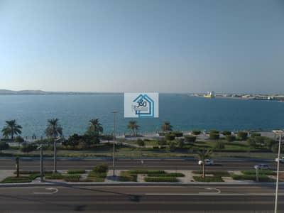 شقة 1 غرفة نوم للايجار في منطقة الكورنيش، أبوظبي - fully upgraded spacious 1 bedroom apt. with store room.