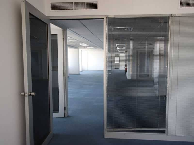 21 Large size Fitted Office !! No commision ! Chiller free