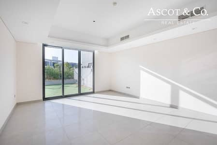 4 Bedroom Villa for Rent in Motor City, Dubai - End Unit |Close to Entrance| 4 BHK Villa
