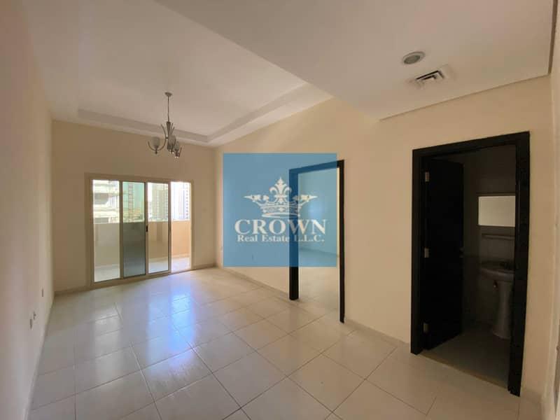 شقة في برج الزنبق مدينة الإمارات 1 غرف 18000 درهم - 4472894