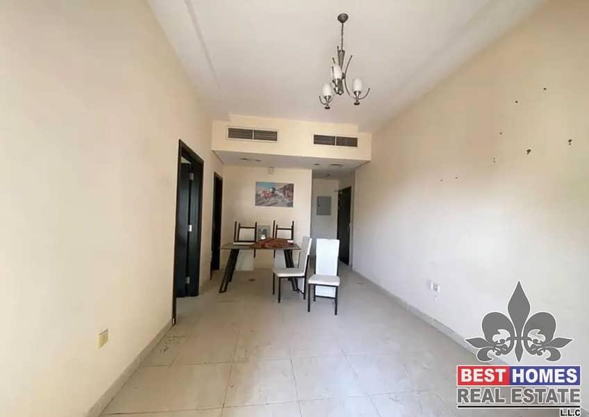 شقة في برج الزنبق مدينة الإمارات 1 غرف 15000 درهم - 5260954