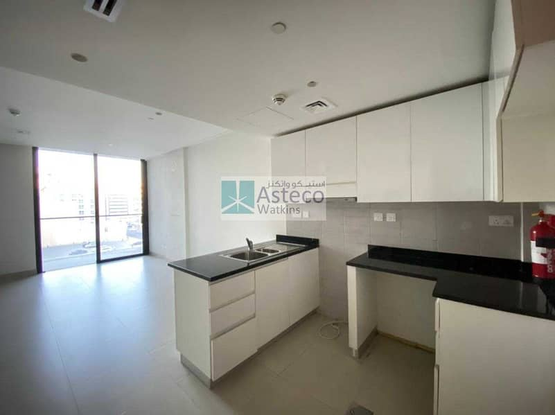 2 Next to Burjuman Mall well maintained apartment