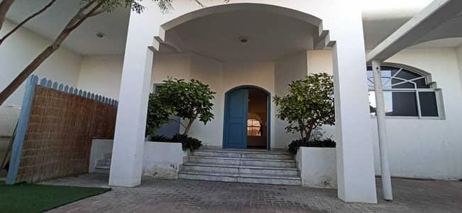 فيلا تجارية 4 غرف نوم للايجار في المنارة، دبي - Commercial Villa | 5 Rooms | Excellent Price