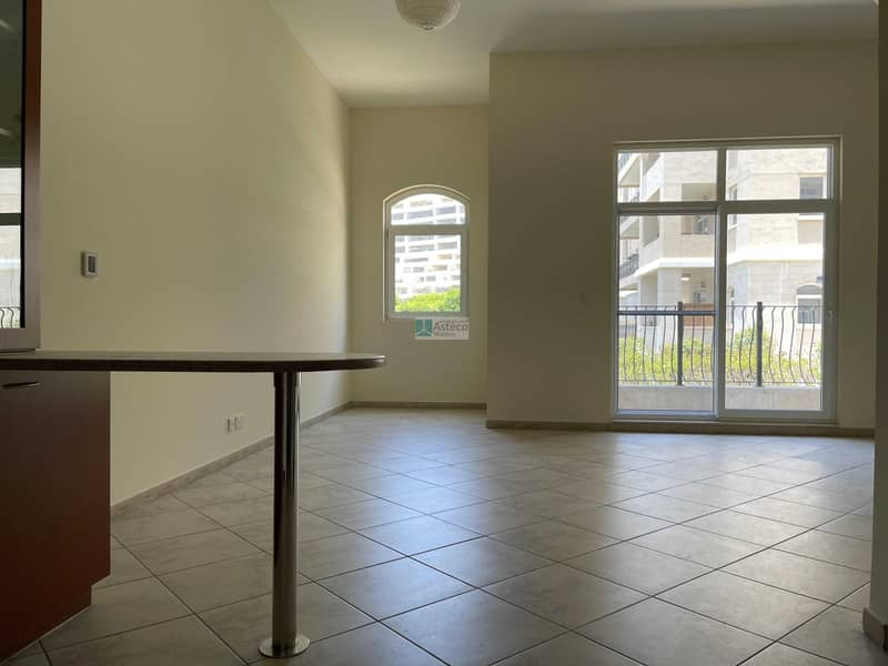 2 Well Maintained Huge Studio In Motor City