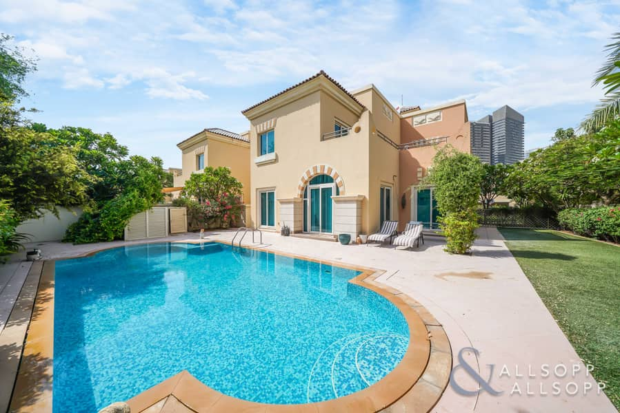 Four Bed C3   Private Pool   Great Location