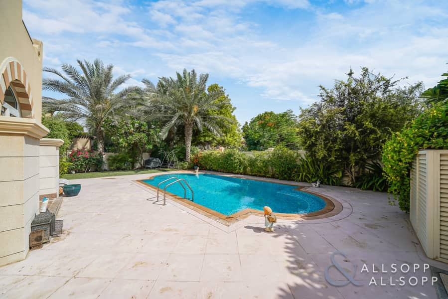 2 Four Bed C3   Private Pool   Great Location