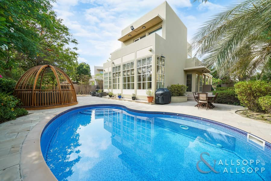Upgraded 3 Bed   Private Pool   Park view