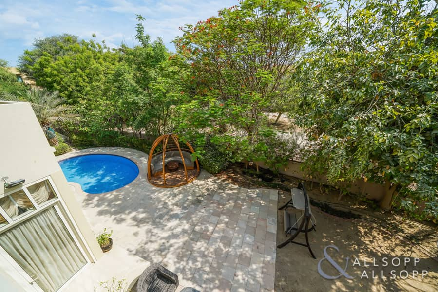 2 Upgraded 3 Bed   Private Pool   Park view