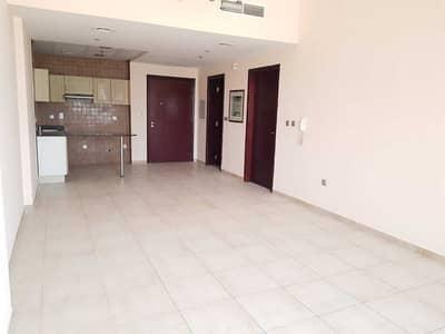 شقة 1 غرفة نوم للايجار في مدينة دبي الرياضية، دبي - شقة في برج حمزة مدينة دبي الرياضية 1 غرف 32000 درهم - 5128686