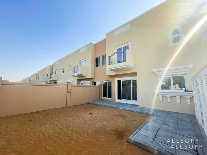 Exclusive   Backing Park   4 Bed Plus Maid