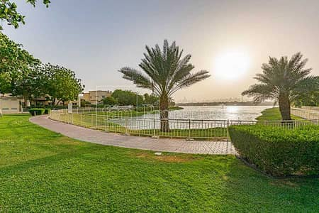 فیلا 3 غرف نوم للبيع في الينابيع، دبي - Lake view - Renovated - Large corner plot