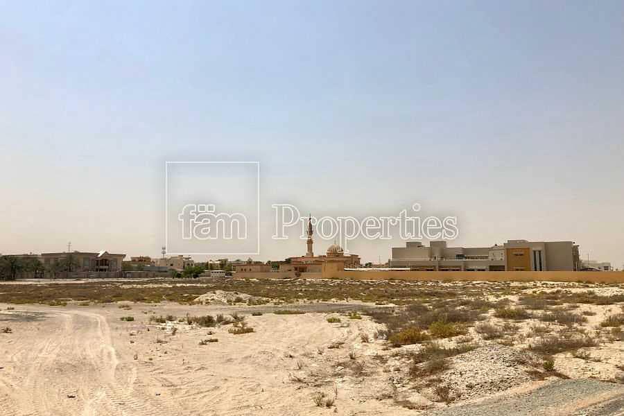 Large school plot in residental area - Seize it