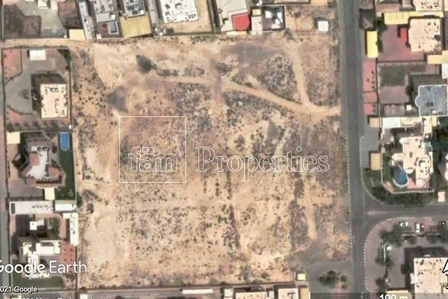 9 Large school plot in residental area - Seize it