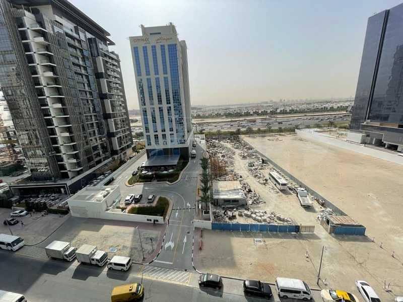 7 AED 220 PSF   Al Khail Road Facing   Corner