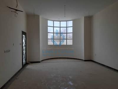 فیلا 12 غرف نوم للايجار في الخالدية، العین - للايجار فيلا سكنية 3 طوابق جديدة اول ساكن بمنطقة الخالدية شارع رئيسي تصلح لنشاط تجاري او سكني عبارة عن : 12 غرفة نوم صال