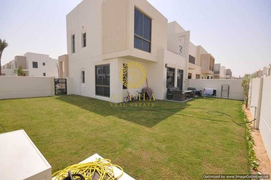 2 4 Bedroom + Maids | Landscaped | Close to Pool and Park